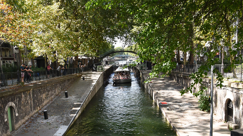 cruise on the canal saint martin croisi re sur le canal. Black Bedroom Furniture Sets. Home Design Ideas