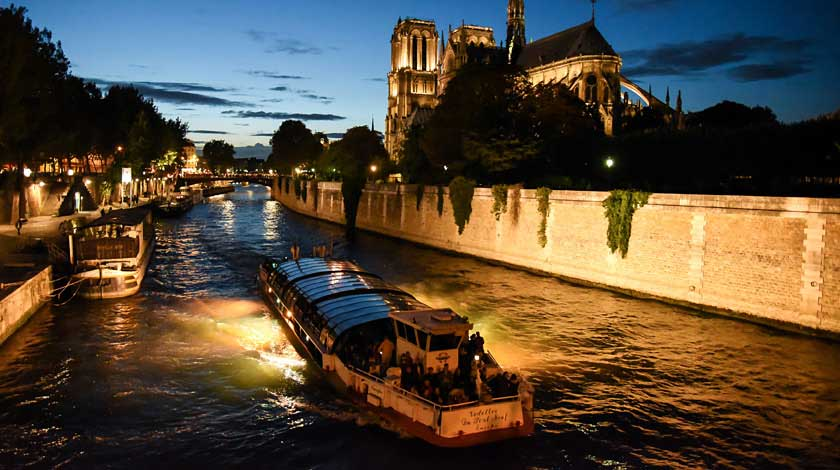 Night cruise in Paris with Vedettes du Pont-Neuf - Notre-Dame Cathedral