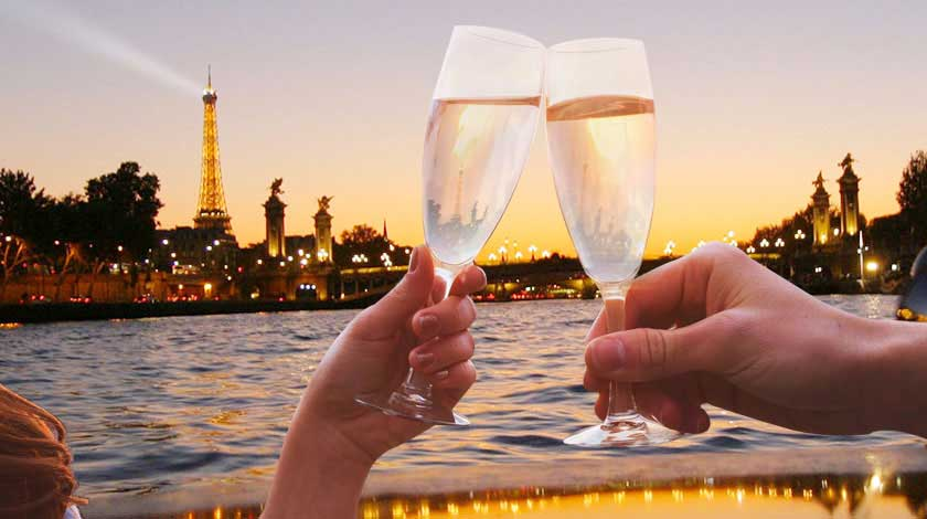 Champagne cruise on the Seine with Vedettes du Pont Neuf